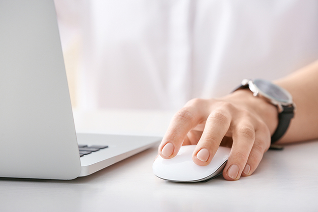 Hand clicking mouse | Why A Simple Call To Action Can Drive Your Business To Success